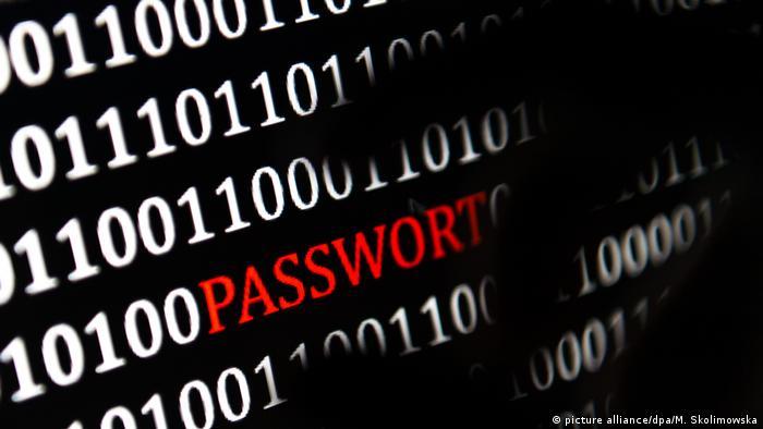 Symbolbild Cyberattacke Virus Wurm Virusattacke (picture alliance/dpa/M. Skolimowska)