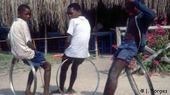 Mosambik Land und Leute Hafenstadt Inhambane Kinder
