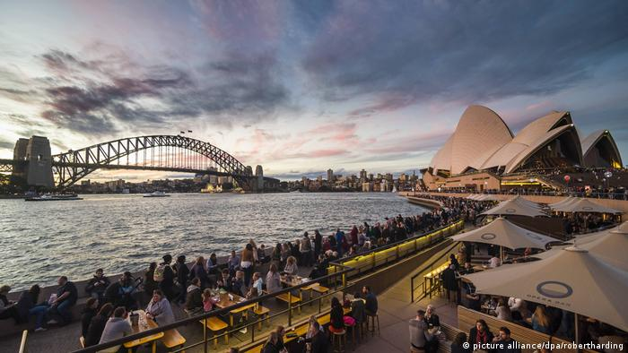 The Sydney Opera House and Harbour Bridge at sunset (picture alliance/dpa/robertharding)