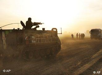 Israelischer Panzer auf dem Weg nach Gaza am 14.1.2009 (Foto: AP)