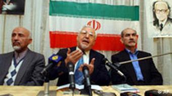 ابراهیم یزدی، رهبر نهضت آزادی نیز از جمله دستگیرشدگان است.