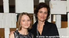 Actress Jodie Foster (L) and wife Alexandra Hedison attend the Hammer Museum Gala in the Garden honoring Laurie Anderson and Todd Haynes sponsored by Bottega Veneta, in Westwood, California, on October 8, 2016. / AFP / VALERIE MACON (Photo credit should read VALERIE MACON/AFP/Getty Images)