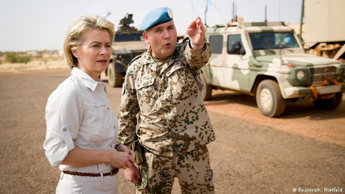FILE PHOTO: German Defence Minister Ursula von der Leyen speaks to German army Bundeswehr lieutenant colonel Michael Hoppstaedter during a visit to Camp Castor in Gao, Mali (Reuters/K. Nietfeld)