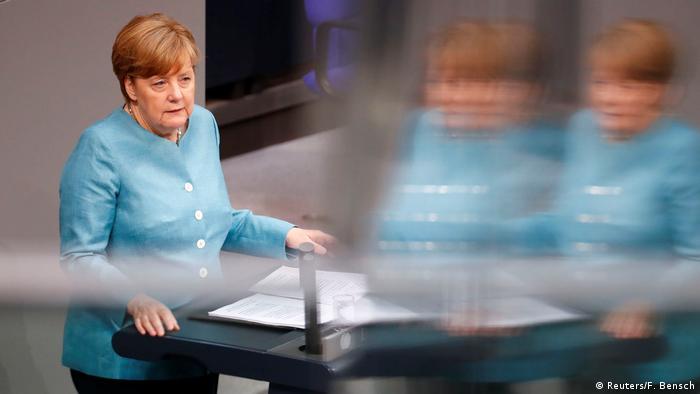 Deutschland Bundestag Angela Merkel (Reuters/F. Bensch)