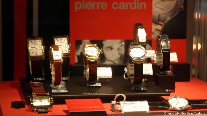 Deutschland Schaufenster mit Armbanduhren von Pierre Cardin