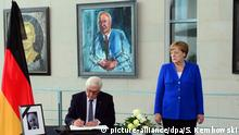 Steinmeier and Merkel picture-alliance/dpa/S. Kembowski)