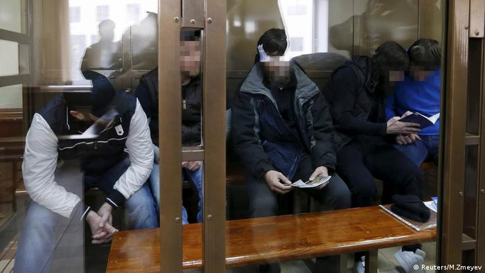 Verdächtige im Fall Nemtsow (Reuters/M.Zmeyev)