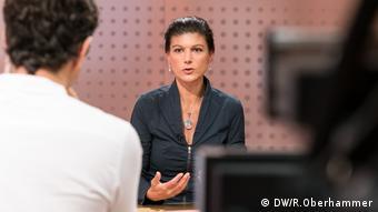 Сара Вагенкнехт дает интервью DW