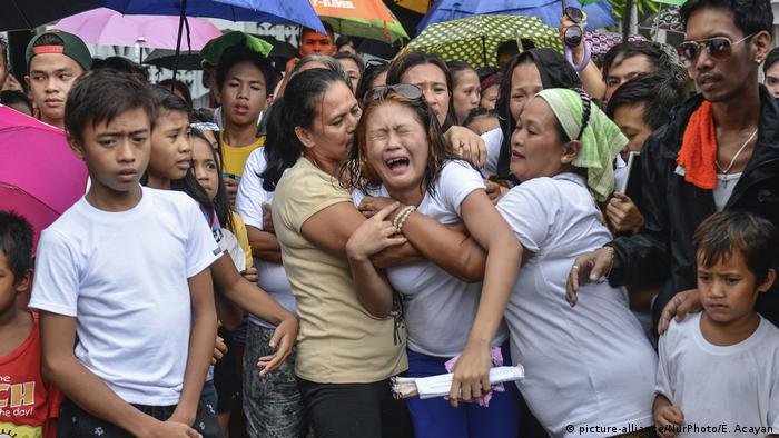 A family in the Philippines mourn the death of drug runner