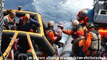 Rescue of refugees in the Mediterranean (picture alliance/dpa/Bunde3swehr/Gotschalk)