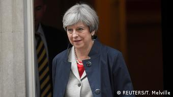 England Theresa May verlässt die Downing Street in London (REUTERS/T. Melville)