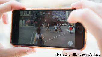 Handyvideo smartphone video (picture alliance/dpa/W.Kastl)
