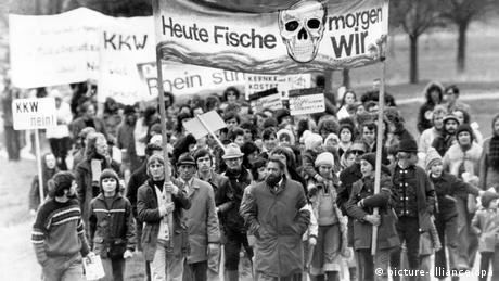 Germans protest a nuclear plant at Wyhl, 1975 (picture-alliance/dpa)