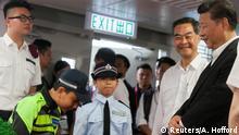 China Xi Jinping besucht die Polizei in Hongkong
