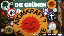 15.12.1985 Der Vorstandssprecher der Grünen, Rainer Trampert, am Rednerpult bei der Bundesversammlung der Grünen im baden-württembergischen Offenburg. Aufgenommen am 15. Dezember 1985. | Verwendung weltweit