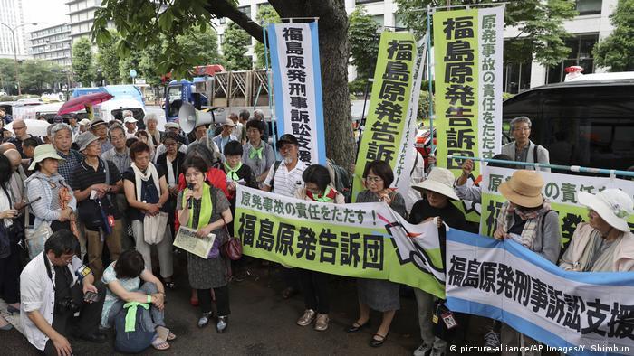 Japan Proteste gegen drei Tepco Manager Gerichtsprozess zu Fukushima Katastrophe