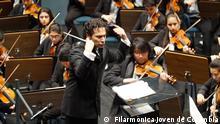 Der kolumbianische Dirigent Andrés Orozco-Estrada dirigiert die junge Philharmonie von Kolumbien (27.06.2017) Copyright: Filarmónica Joven de Colombia