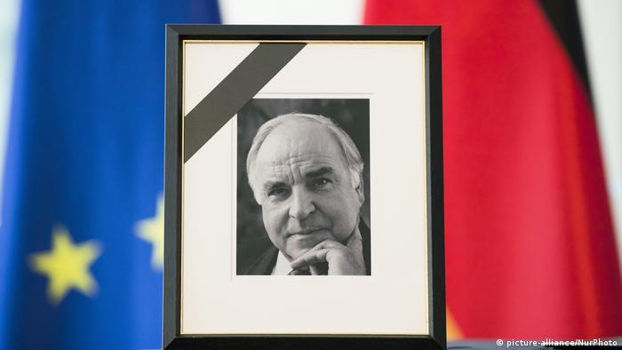 Deutschland | Portrait von Helmut Kohl im Kanzleramt