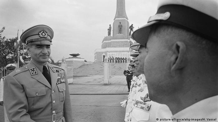 Iran | Schah Mohammed Resa Pahlewi in Thailand 1968 (picture-alliance/akg-images/H. Vassal)