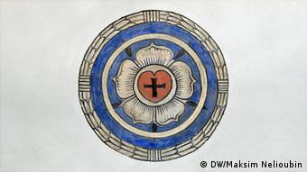A Rosa de Lutero, em branco, azul e vermelho