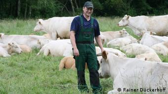 Deutschland Rinderhalter Hendrik Meine bei Gut Sunder