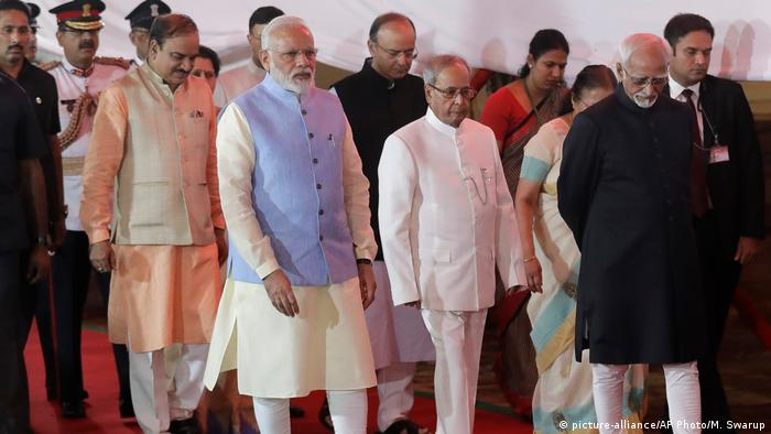 Indien Narendra Modi, Pranab Mukherjee und Hamid Ansari in Neu-Delhi (picture-alliance/AP Photo/M. Swarup)