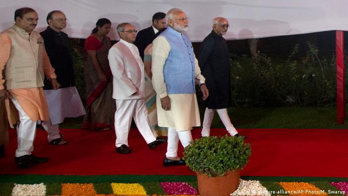 Indien Narendra Modi, Pranab Mukherjee und Hamid Ansari in Neu-Delhi (picture-alliance/AP Photo/M. Swarup)