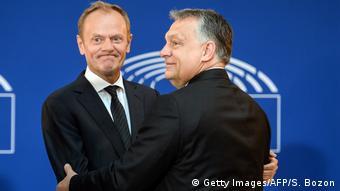 Straßburg Tusk und Orban bei Trauerfeierlichkeiten für Helmut Kohl (Getty Images/AFP/S. Bozon)