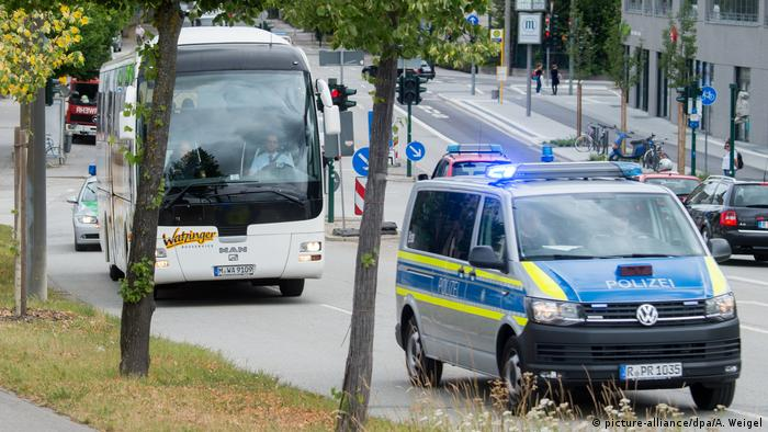 Inmates of the Regensburg Prison are being evacuated via busses after a WWII bomb was discovered near the jail