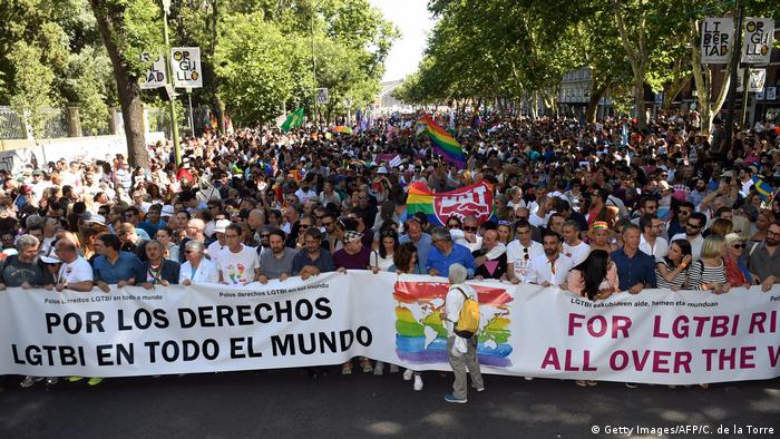 Spanien World Pride Madrid 2017 Parade (Getty Images/AFP/C. de la Torre)