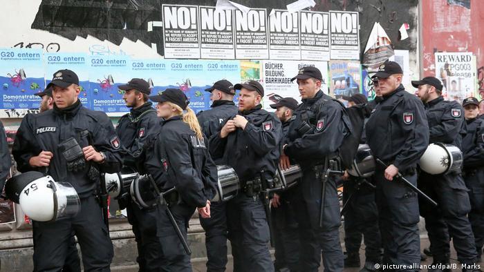 Deutschland Hamburg - Demonstration wegen Durchsuchungen