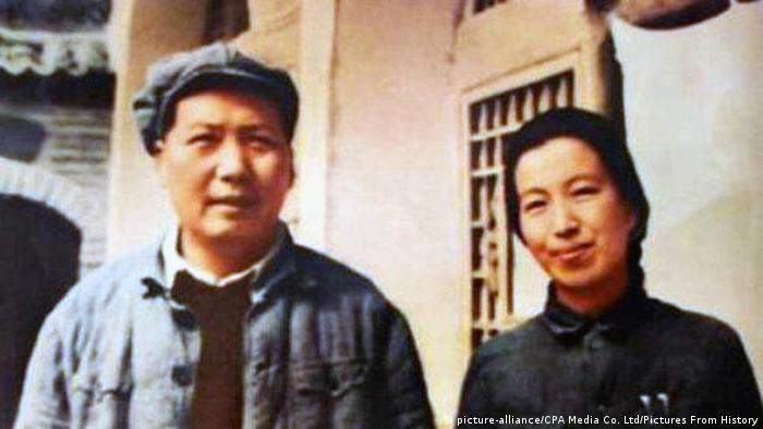 China - Mao Zedong mit vierter Frau Jiang Qing (picture-alliance/CPA Media Co. Ltd/Pictures From History)