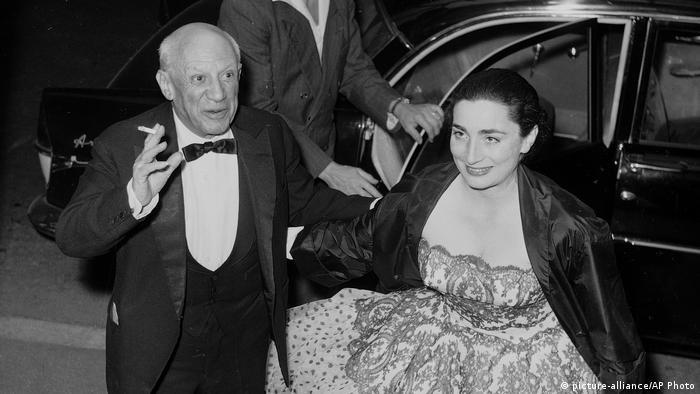 Artist Pablo Picasso und sein Model Jacqueline Roque