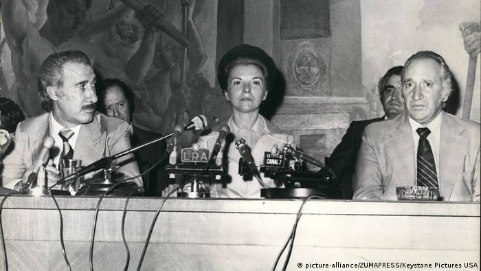 Isabel Peron besucht Center of the Workers organization 1973 (picture-alliance/ZUMAPRESS/Keystone Pictures USA)