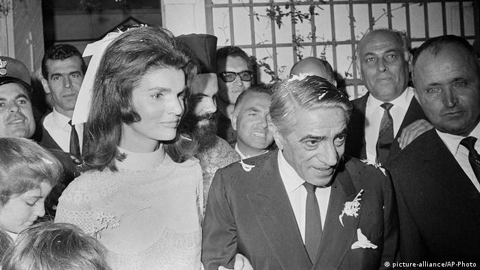 Griechenland - Jacqueline Kennedy, Aristotle Onassis, Caroline Kennedy (picture-alliance/AP-Photo)