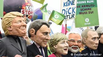 Ορισμένοι από τους συμμετέχοντες με την ματιά των διαδηλωτών