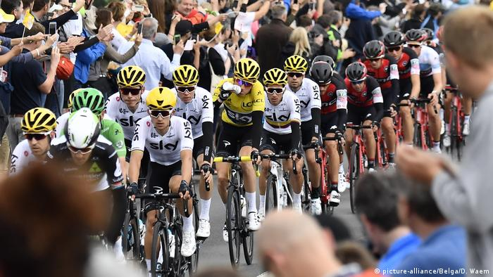 Radsport Tour de France Tag 2 Zuschauer-Kulisse (picture-alliance/Belga/D. Waem)