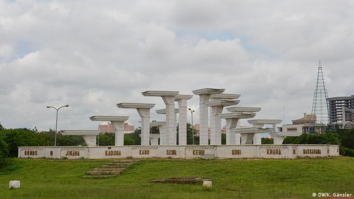 Nigeria commemorating the Biafran war - Unity Fountain (DW/K. Gänsler)