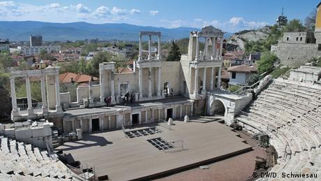 Античният мраморен театър от втори век е една от най-красивите останки от римско време. Близо 6000 души са можели да гледат на това място антични трагедии и комедии. Амфитеатърът ще е сцена за множество концерти и театрални спектакли в Европейската културна столица за 2019 година.