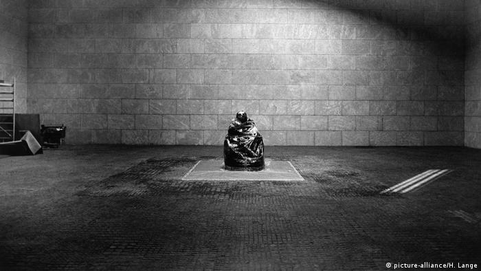 Neue Wache anıtı