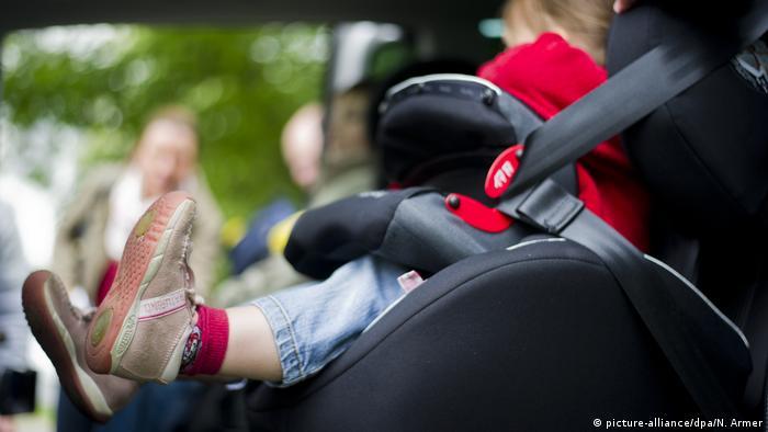 Deutschland ADAC zum Kindersitztest (picture-alliance/dpa/N. Armer)