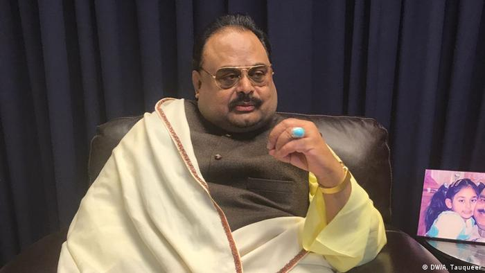 Pakistani liberal Political party MQM's chief Altaf Hussain exclusively spoke to DW's Atif Tauqeer in London (DW/A. Tauqueer)