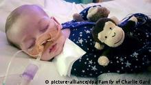 HANDOUT - Das von der Familie zur Verfügung gestellte undatierte Foto zeigt das Baby Charlie Gard in der Kinderklinik Great Ormond Street Hospital in London. Die lebenserhaltenden Maßnahmen für das schwerkranke Baby Charlie sollen am 30.06.2017 eingestellt werden. Das berichteten mehrere Medien unter Berufung auf die Eltern des zehn Monate alten britischen Jungen. (zu dpa Lebenserhaltende Maßnahmen für Baby Charlie sollen gestoppt werden vom 30.06.2017) Foto: Uncredited/Family of Charlie Gard/dpa +++(c) dpa - Bildfunk+++ |