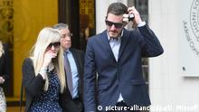Charlie Gard court case. Chris Gard and Connie Yates, who want to take their sick baby son Charlie to the US for treatment, leave the Supreme Court after a panel of three Supreme Court justices on Thursday dismissed the couple's latest challenge. Picture date: Thursday June 8, 2017. Specialists at Great Ormond Street Hospital in London, where Charlie is being cared for, say therapy proposed by a doctor in America is experimental and will not help. See PA story COURTS Charlie. Photo credit should read: David Mizoeff/PA Wire URN:31617981 |