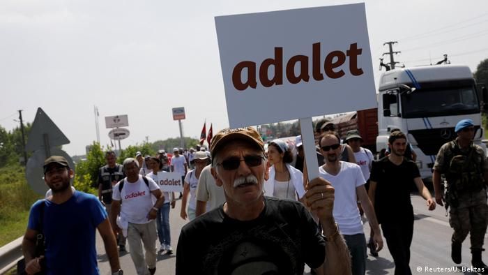 Kemal Kilicdaroglu leads protest march to Istanbul