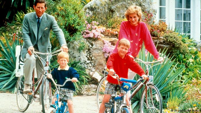 Princess Diana Prince Charles and Sons William and Henry on bicycles (imago/ZUMA Press)
