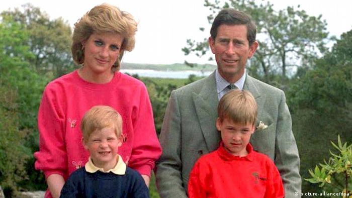 O príncipe Charles, Lady Di, e os filhos, William e Harry em 1989