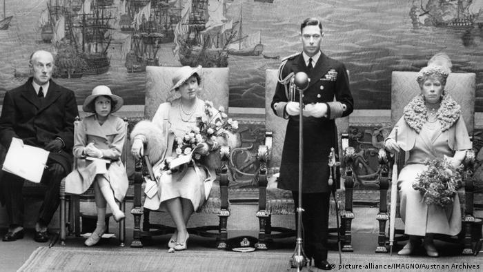 Rei George 6º da Inglaterra em 1937 com a princesa Elizabeth, a rainha Elizabeth, a rainha mãe Mary