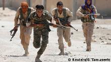 Syrien Kurdische Kämpfer der YPG in Rakka