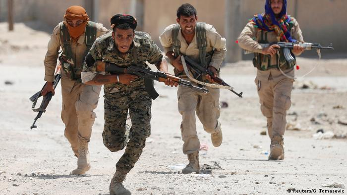 Syrien Kurdische Kämpfer der YPG in Rakka (Reuters/G. Tomasevic)